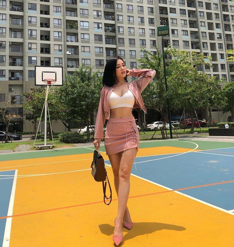STREET STYLE giới trẻ: Hoàng Yến Chibi khoe ngực khủng - Jun Vũ mát mẻ với bikini xanh nõn chuối-9