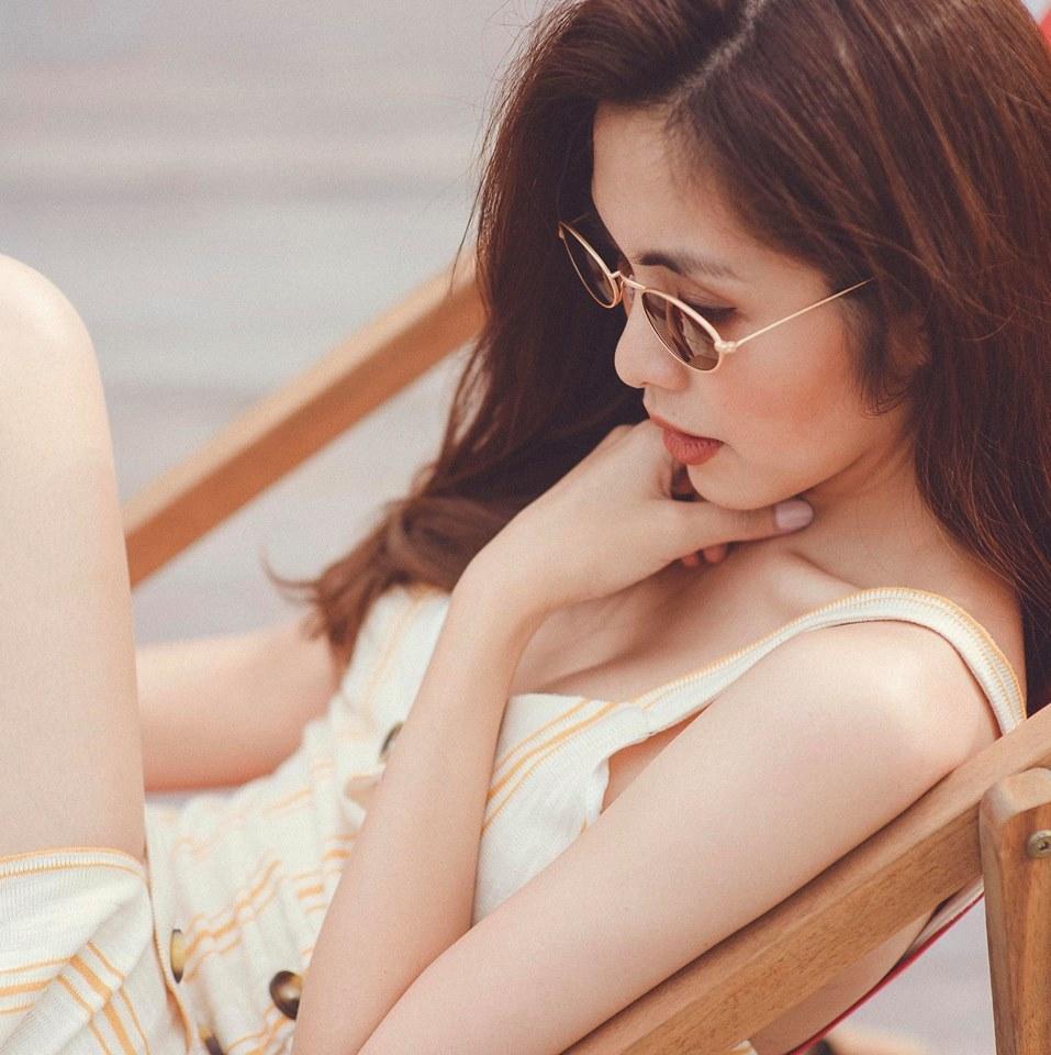 Lần hiếm hoi Tăng Thanh Hà mặc áo hai dây sexy khoe vòng 1 hững hờ-1