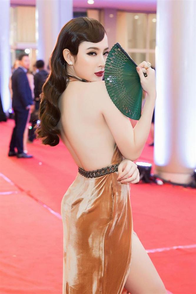 Không còn nghiện khoe thân, Angela Phương Trinh tuổi 24 đẹp nền nã trong bộ đồ phật tử-4