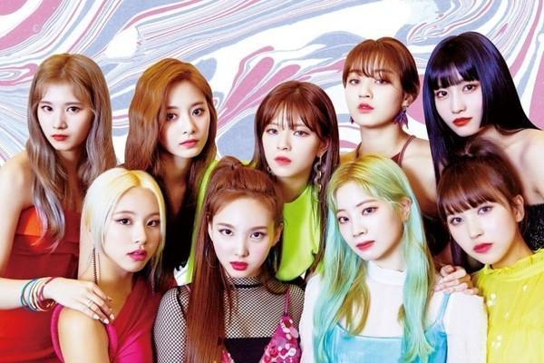 Tung bộ teaser như chụp selfie, fan kêu gào JYP nên đổi đạo diễn hình ảnh cho Twice ngay đi!-1
