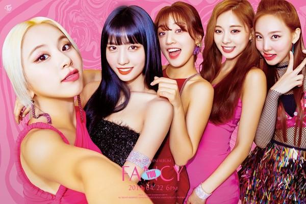 Tung bộ teaser như chụp selfie, fan kêu gào JYP nên đổi đạo diễn hình ảnh cho Twice ngay đi!-2