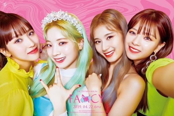 Tung bộ teaser như chụp selfie, fan kêu gào JYP nên đổi đạo diễn hình ảnh cho Twice ngay đi!-3