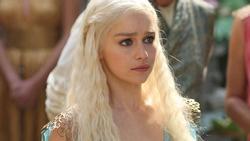 Soi tủ đồ của Emilia Clarke - sao nữ nổi bật nhất 'Game of Thrones'