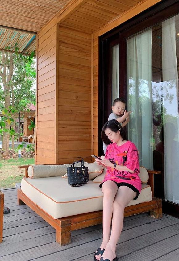 Chỉ là chụp ảnh đi nghỉ dưỡng thôi nhưng mẹ con Ly Kute lại mỗi người một vẻ như sắp sửa được lên bìa tạp chí-6