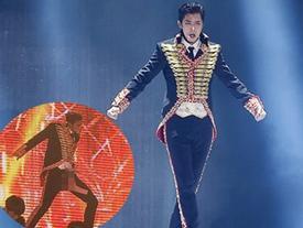 Sao Hàn ngượng đỏ mặt vì rách quần, tuột váy trước hàng nghìn khán giả