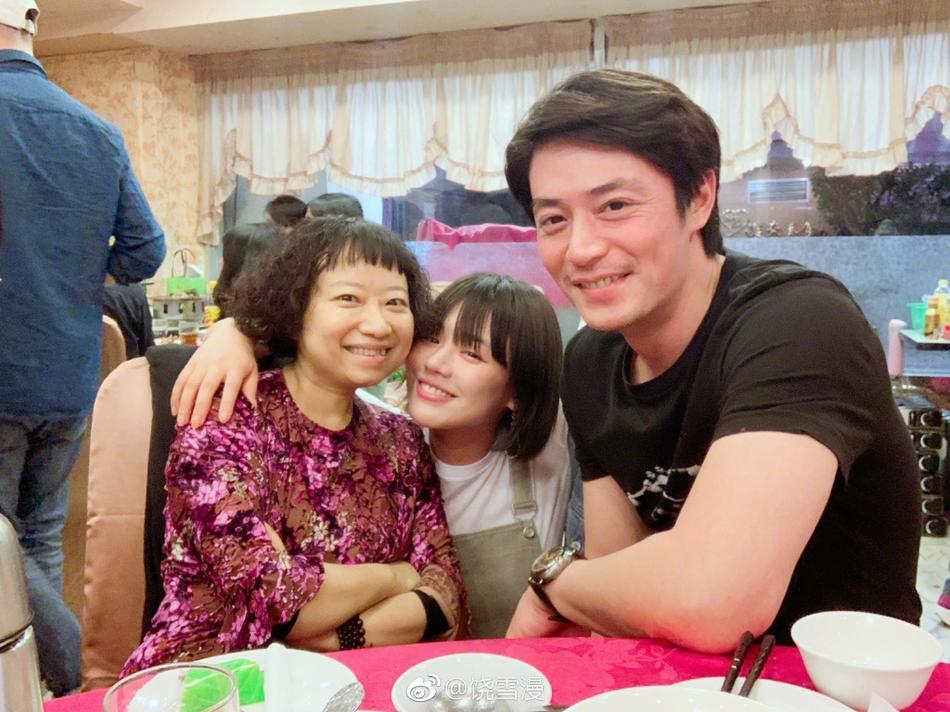 Đã ngoài 40, Lâm Tâm Như đến thăm Hoắc Kiến Hoa để nguyên mặt mộc trẻ đẹp thu hút mọi sự chú ý-2