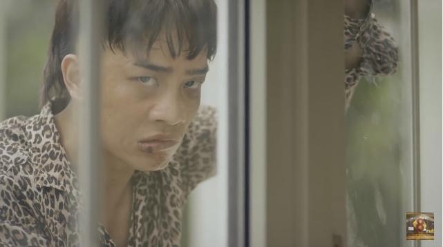 Clip: Hoàng Thùy Linh bị giang hồ giống Khá Bảnh truy đuổi-3