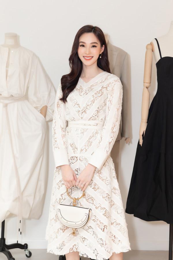 Cứ diện váy áo tông trắng từ Đặng Thu Thảo, Hương Giang đến Đông Nhi đều chinh phục khán giả-1