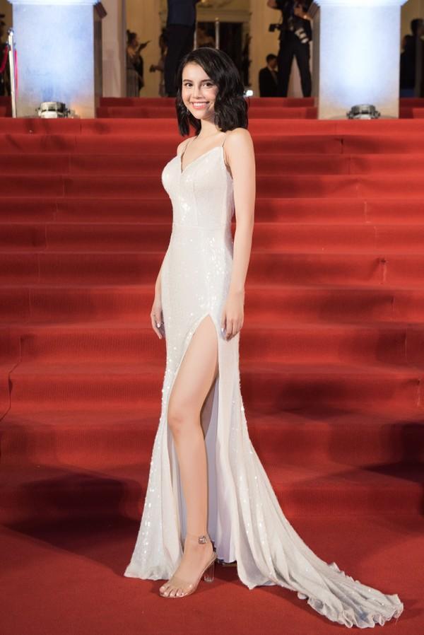 Cứ diện váy áo tông trắng từ Đặng Thu Thảo, Hương Giang đến Đông Nhi đều chinh phục khán giả-2