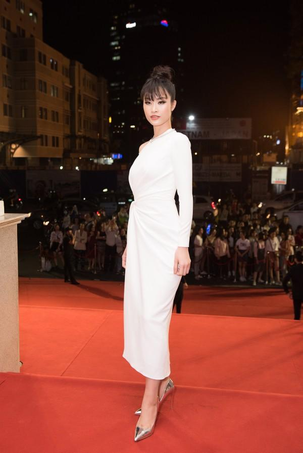 Cứ diện váy áo tông trắng từ Đặng Thu Thảo, Hương Giang đến Đông Nhi đều chinh phục khán giả-4
