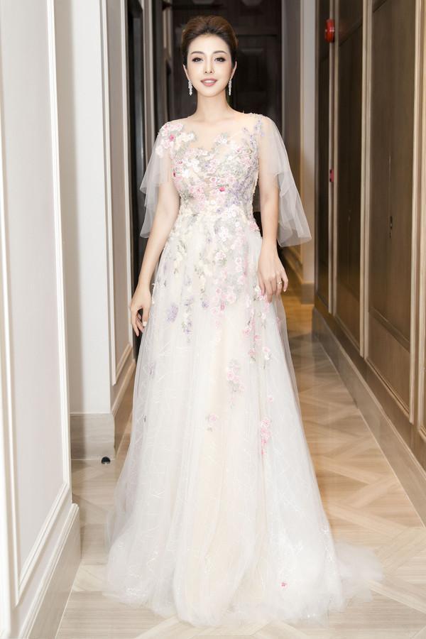 Cứ diện váy áo tông trắng từ Đặng Thu Thảo, Hương Giang đến Đông Nhi đều chinh phục khán giả-7