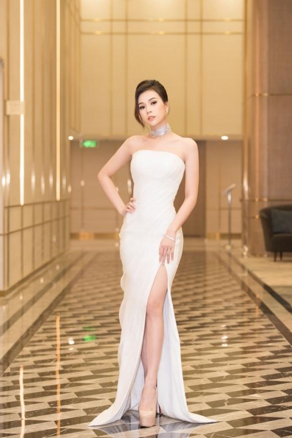 Cứ diện váy áo tông trắng từ Đặng Thu Thảo, Hương Giang đến Đông Nhi đều chinh phục khán giả-8