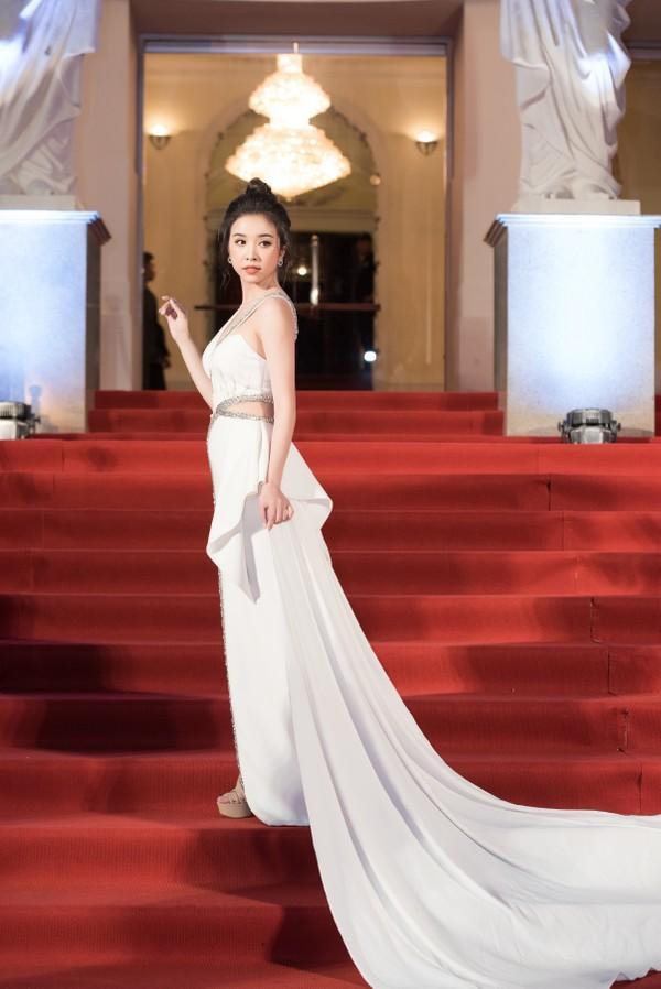 Cứ diện váy áo tông trắng từ Đặng Thu Thảo, Hương Giang đến Đông Nhi đều chinh phục khán giả-9