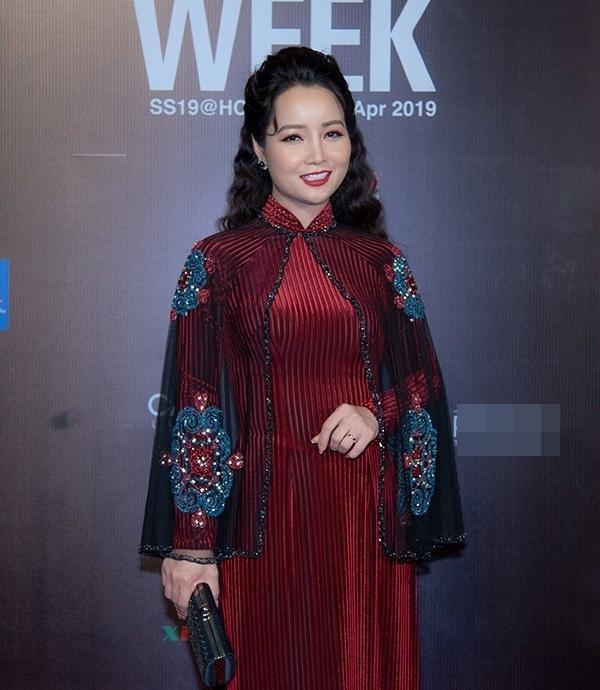 Hồ Ngọc Hà mặc quần đan dây phản cảm - HHen Niê diêm dúa lọt top SAO MẶC XẤU-4