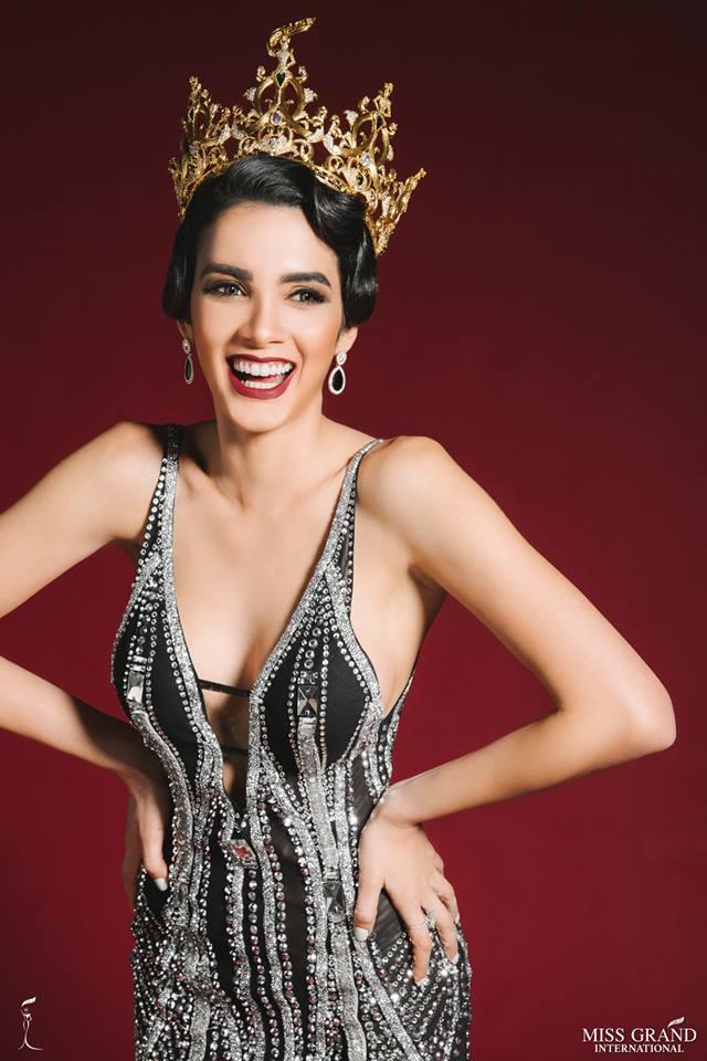 Hoa hậu cười vào mặt Phương Khánh khoe vẻ đẹp hoàn hảo khó cưỡng trong bộ ảnh mới-2