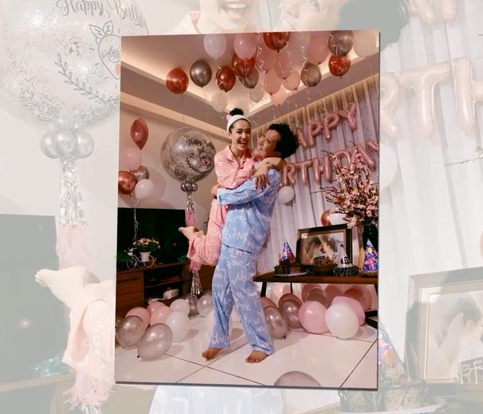 Rò rỉ hình ảnh tiệc sinh nhật Trường Giang: Danh hài ôm hôn, bế bổng Nhã Phương vô cùng hạnh phúc-5