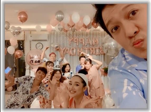Rò rỉ hình ảnh tiệc sinh nhật Trường Giang: Danh hài ôm hôn, bế bổng Nhã Phương vô cùng hạnh phúc-6