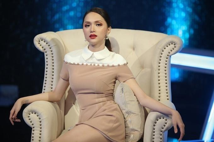 Đi mai mối mà Hương Giang mặc đẹp lấn át, có phải muốn hút hết trai đẹp hay không?-10