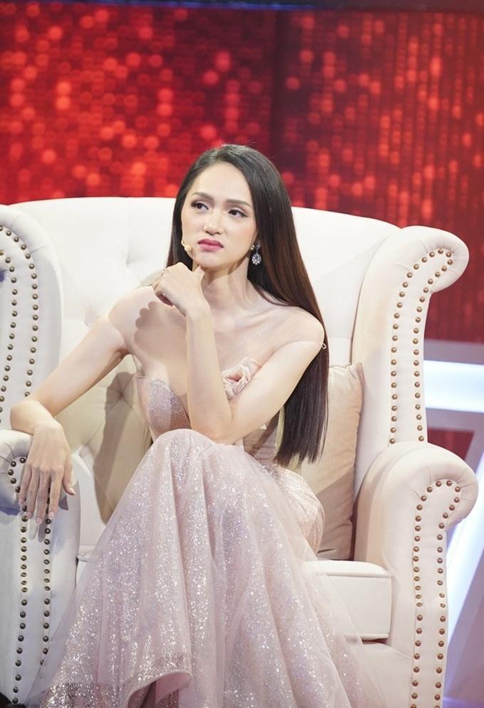 Đi mai mối mà Hương Giang mặc đẹp lấn át, có phải muốn hút hết trai đẹp hay không?-15