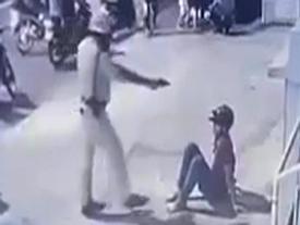 Ý kiến trái chiều vụ CSGT đá vào mặt 2 thanh niên ở Sài Gòn