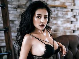 'Thánh nữ ngực đẹp' Ngân 98 tiết lộ: 'Sở thích của tôi là quay clip và tôi có nhiều clip tự quay còn sexy hơn cả hotgirl đang nổi'