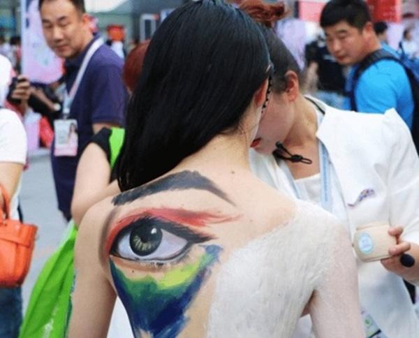 Cay đắng cuộc sống của gái trẻ làm mẫu vẽ sơn nghệ thuật-1