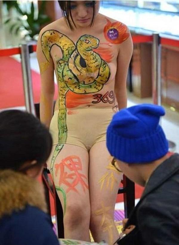 Cay đắng cuộc sống của gái trẻ làm mẫu vẽ sơn nghệ thuật-3