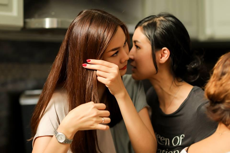 Hoàng Thùy Linh ăn uống vội vàng ở hậu trường khi tái xuất phim truyền hình sau 12 năm vắng bóng-10