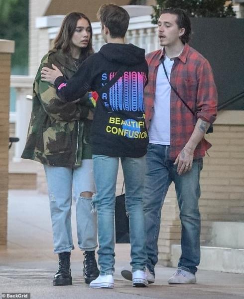 Con trai David Beckham bật khóc khi cãi vã với bạn gái ngay trên phố-1