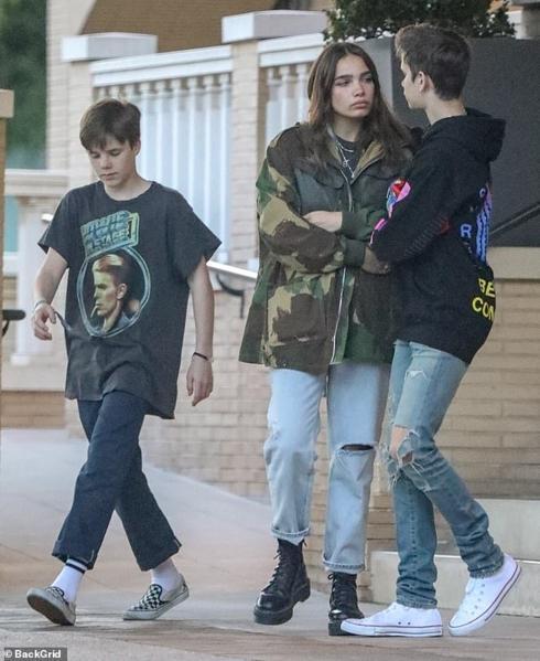 Con trai David Beckham bật khóc khi cãi vã với bạn gái ngay trên phố-6
