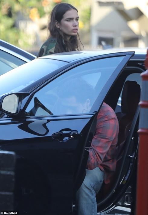 Con trai David Beckham bật khóc khi cãi vã với bạn gái ngay trên phố-9
