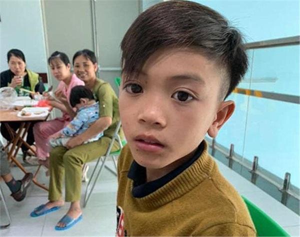 Bác sĩ đã cố hết sức, em trai cậu bé Sơn La Vì Quyết Chiến vượt 103km bằng xe đạp về nhà yên nghỉ-1