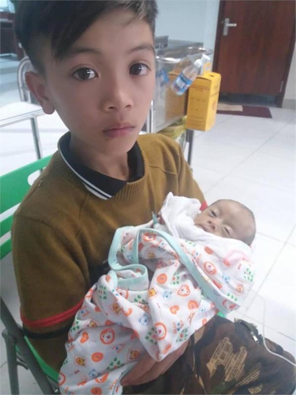 Bác sĩ đã cố hết sức, em trai cậu bé Sơn La Vì Quyết Chiến vượt 103km bằng xe đạp về nhà yên nghỉ-5