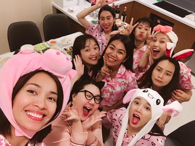 Chỉ từ sinh nhật Trường Giang, Nhã Phương vừa lộ thông tin con gái vừa thể hiện sở thích ăn mặc cực kỳ thú vị-5