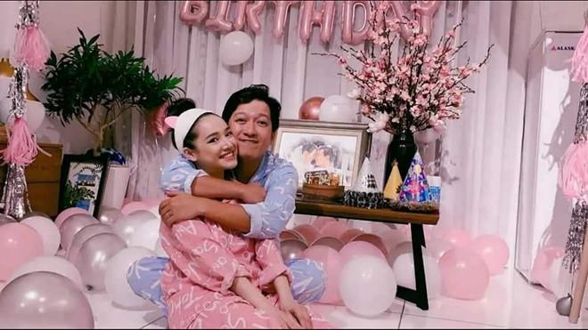Chỉ từ sinh nhật Trường Giang, Nhã Phương vừa lộ thông tin con gái vừa thể hiện sở thích ăn mặc cực kỳ thú vị-1