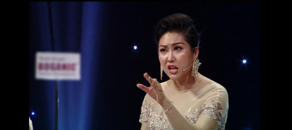 Sau phần thi ứng xử hoa hậu rườm rà kinh điển, Phi Thanh Vân lại điệu chảy nước khi diễn thuyết nạn ấu dâm-1