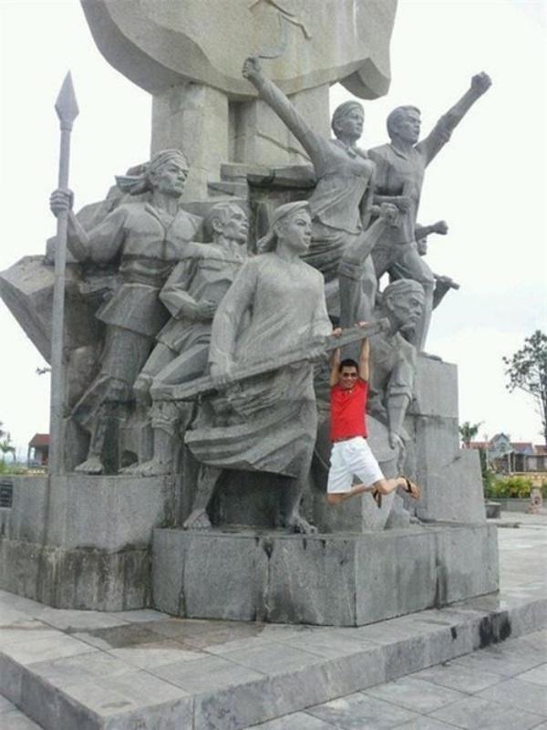 Những lần tạo dáng phản cảm khiến sao Việt bị chỉ trích-6