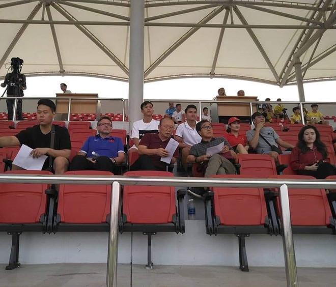 Phan Văn Đức khoe được bố Park đến thăm, đồng đội thi nhau ghen tị-2