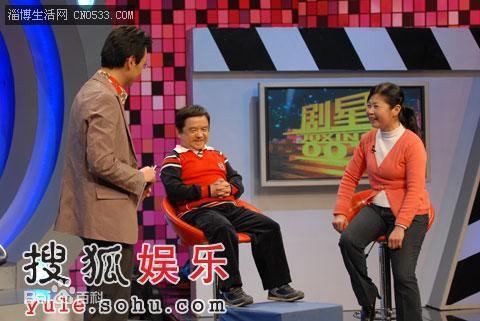 Diễn viên lùn nhất Trung Quốc: Chỉ cao 1m2 nhưng đào hoa, lấy tới 4 vợ trẻ đẹp-10