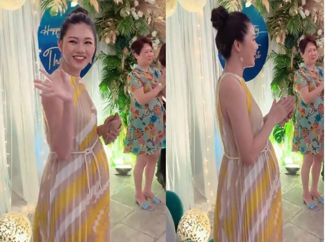 Á hậu Thanh Tú lộ rõ mồn một bụng bầu vượt mặt trong tiệc sinh nhật tuổi 25-2