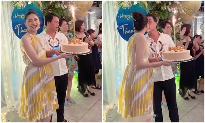 Á hậu Thanh Tú lộ rõ mồn một bụng bầu vượt mặt trong tiệc sinh nhật tuổi 25-3