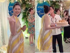 Á hậu Thanh Tú lộ rõ mồn một bụng bầu vượt mặt trong tiệc sinh nhật tuổi 25