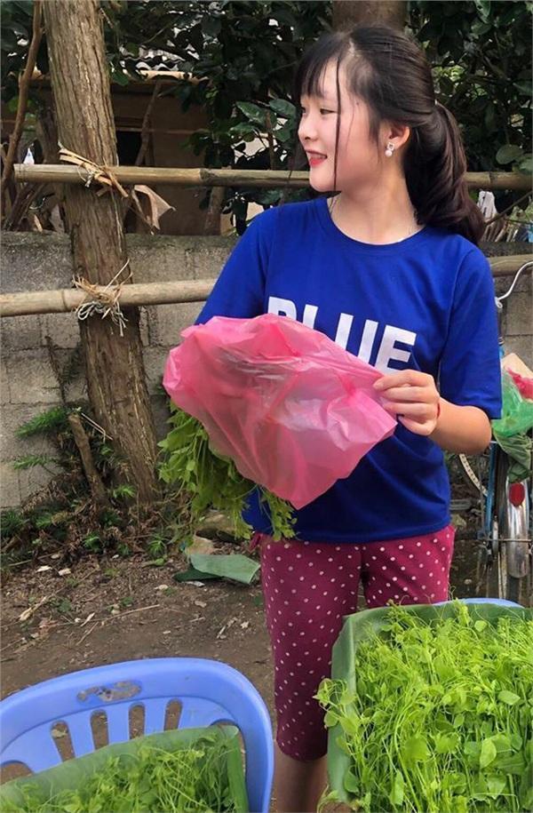 Đầu tuần, cô bé bán rau rừng duyên ơi là duyên khiến dân mạng xôn xao tìm danh tính-3