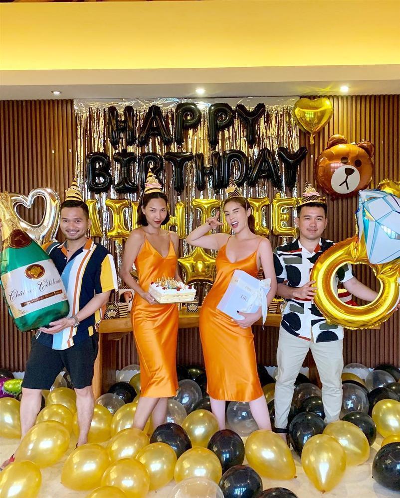 CHẤT CHƠI như Kỳ Duyên: Vận chuyển một lô đồ đạc sang Indonesia làm tiệc mừng sinh nhật Minh Triệu-9