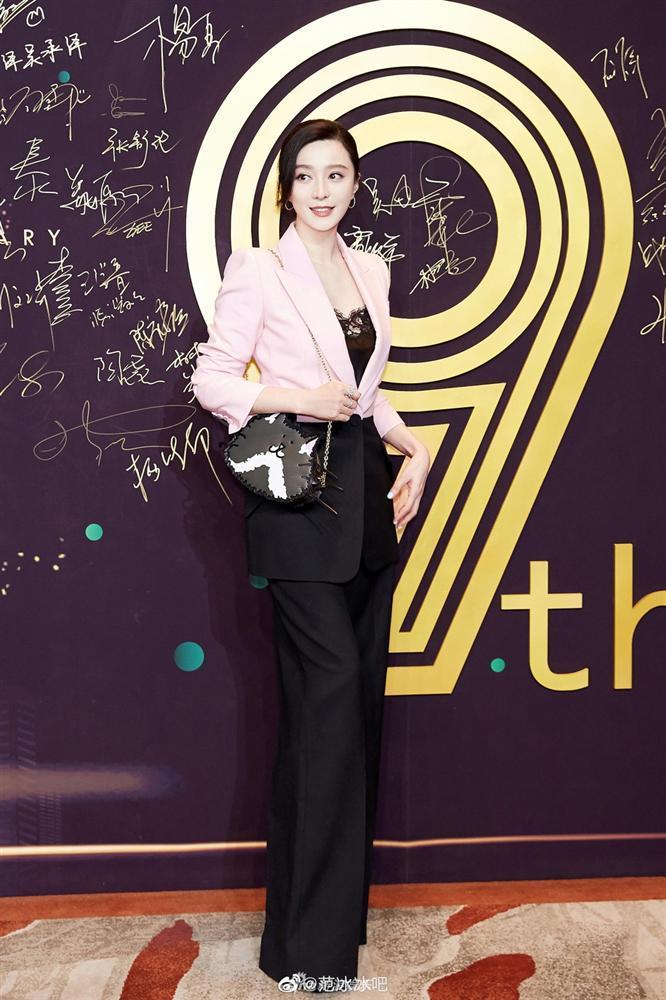 Chính thức trở lại showbiz sau scandal trốn thuế, Phạm Băng Băng khoe thời trang đẳng cấp và nhan sắc đỉnh cao-2