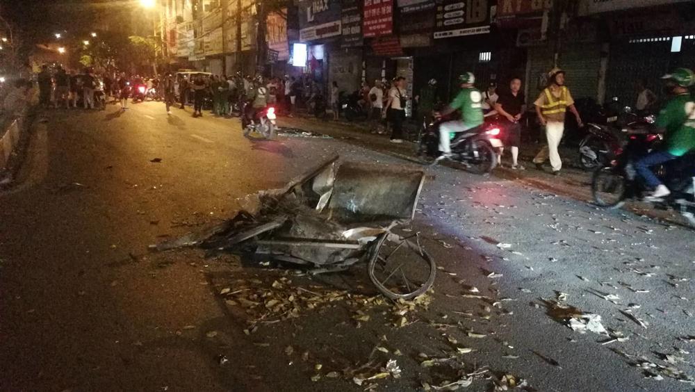 Tai nạn kinh hoàng: Xe điên đâm loạn xạ trong đêm, 1 công nhân môi trường tử vong, người bị thương nằm la liệt-2