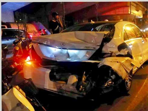Tai nạn kinh hoàng: Xe điên đâm loạn xạ trong đêm, 1 công nhân môi trường tử vong, người bị thương nằm la liệt-5