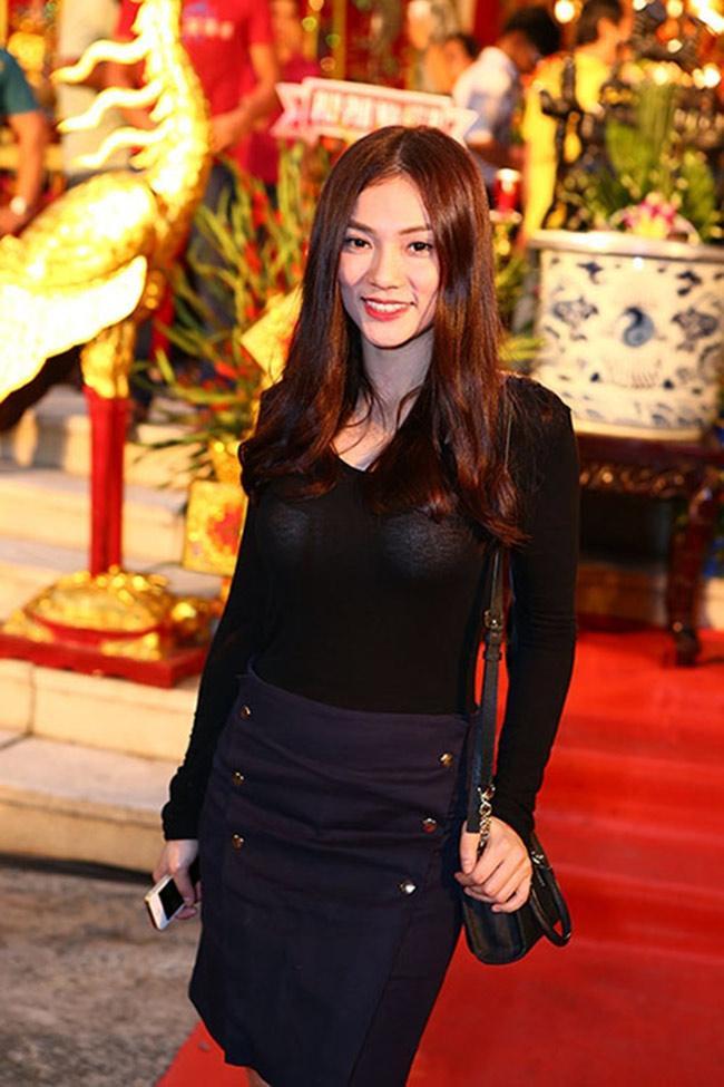 Mai Phương Thúy, Phi Thanh Vân... có mặc phản cảm khi cúng tổ nghề?-6