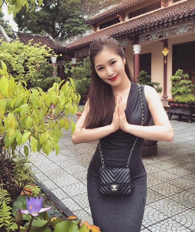 Mai Phương Thúy, Phi Thanh Vân... có mặc phản cảm khi cúng tổ nghề?-9