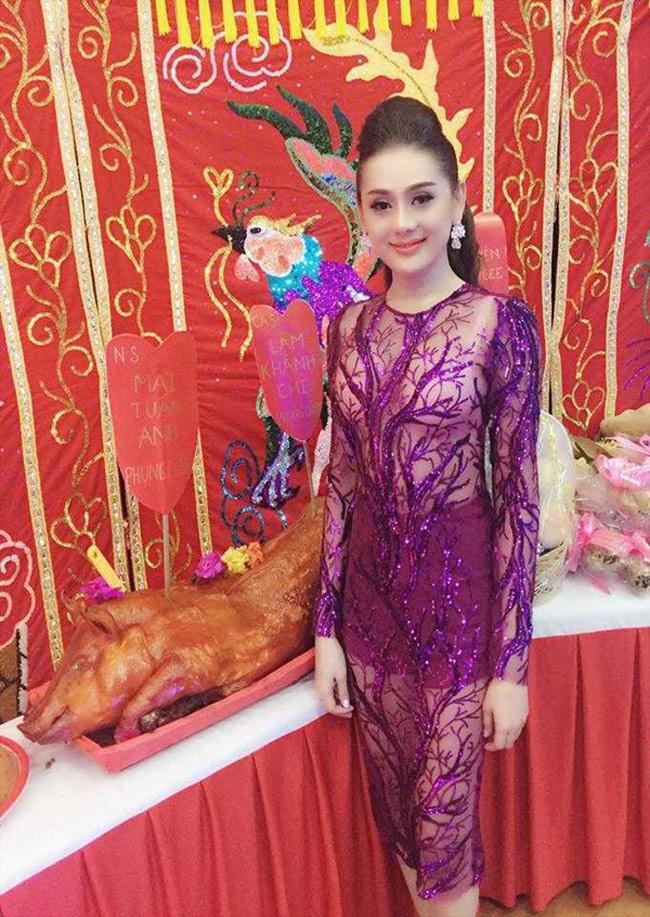 Mai Phương Thúy, Phi Thanh Vân... có mặc phản cảm khi cúng tổ nghề?-11